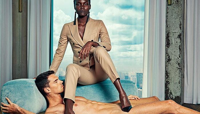 Meztelen férfiakat használtak egy reklámhoz, hogy éreztessék, milyen az, ha fordul a kocka