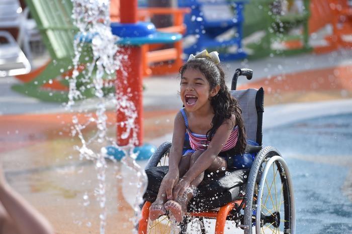Megnyílt az első vízipark, amit fogyatékkal élőknek építettek