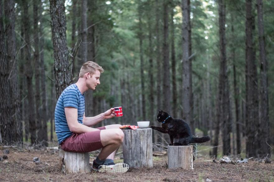 Azért mondott fel, hogy macskájával utazhassa be a világot