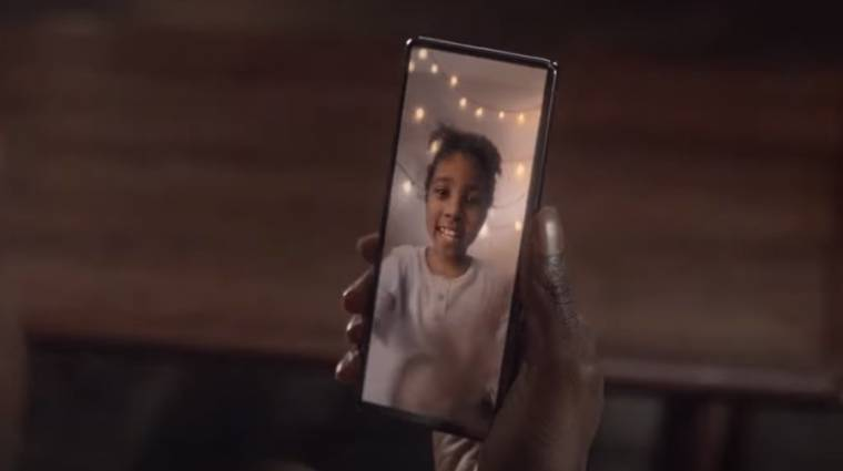 Csak nem egy vadonatúj Xperia mobilt mutogatott a Sony több reklámban is? kép