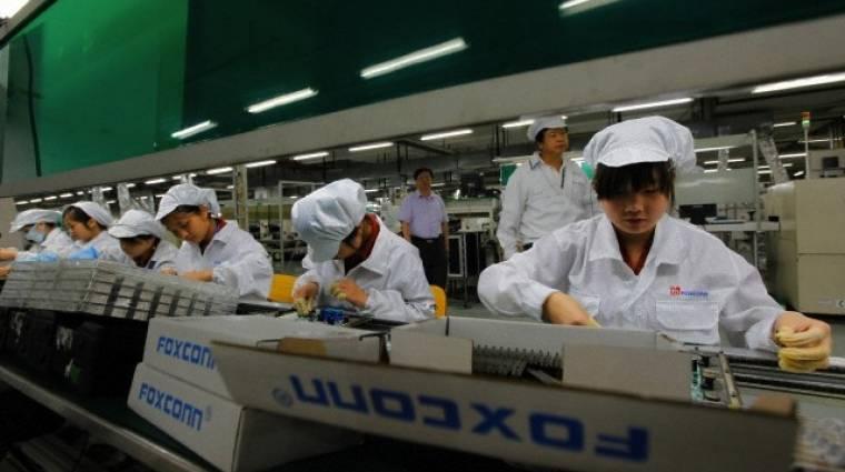 iPhone, iPad - kiskorú, túlórában alulfizetett dolgozók keze munkája kép