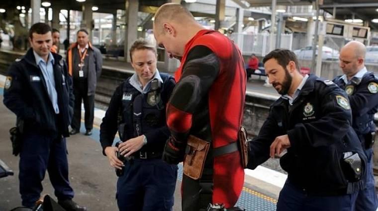 Rendőrök kapcsolták le a békésen utazó Deadpoolt bevezetőkép