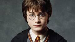 Daniel Radcliffe maga kezdi az első Harry Potter kötet sztárokban bővelkedő felolvasását kép