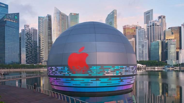 Egy vízen úszó óriásgömb az Apple legújabb boltja kép