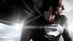 Zack Snyder mozgásban is megmutatta a fekete ruhás Supermant kép