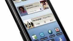 Cseppálló okostelefon a Motorolától kép
