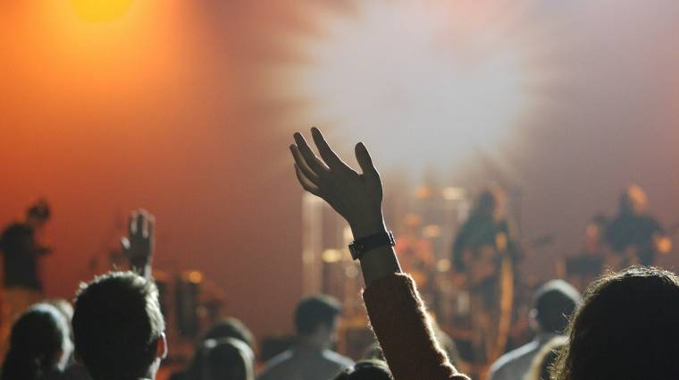 100 zenekar tarthat államilag támogatott raktárkoncertet, de sokan megosztják a gázsit másokkal bevezetőkép
