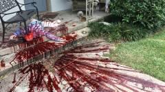 Napi büntetés: olyan véres lett a halloweeni dekoráció, hogy kijött a rendőrség kép