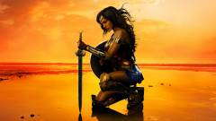 Wonder Woman lenyomta Batmant és Supermant kép