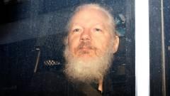 Egyre komolyabb vádakkal kell szembenéznie a WikiLeaks alapítójának kép