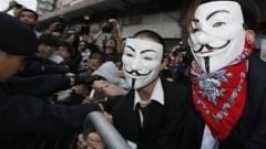 A vádlottak padján az Anonymous kép