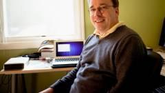 Linus Torvalds csodálja a Macbook Airt kép