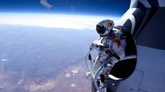 Ejtőernyős ugrás a világűr határából - elképesztő fotó és videó kép