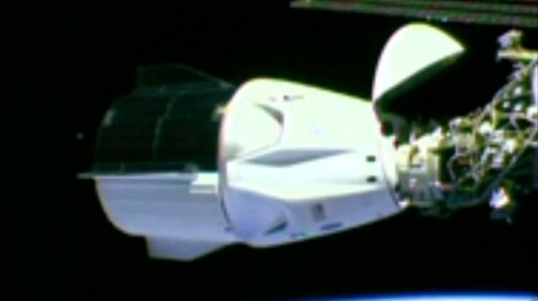 Megérkezett a Nemzetközi Űrállomásra a SpaceX űrhajója kép