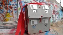 Hogyan lesz divatos kiegészítő a régi floppylemezekből? kép