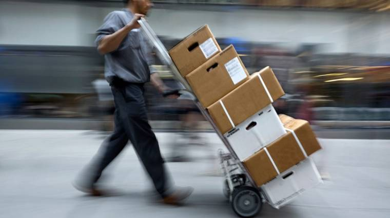 Több konzolt is ellopott a kiszállítandó csomagokból egy postás bevezetőkép