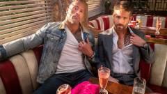 Napi büntetés: Ryan Reynolds még azt is megtrollkodja, hogy a Szikla puszta kézzel tép ki egy kaput kép