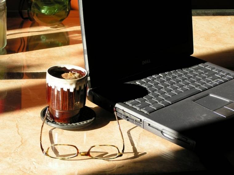 laptop kávézó