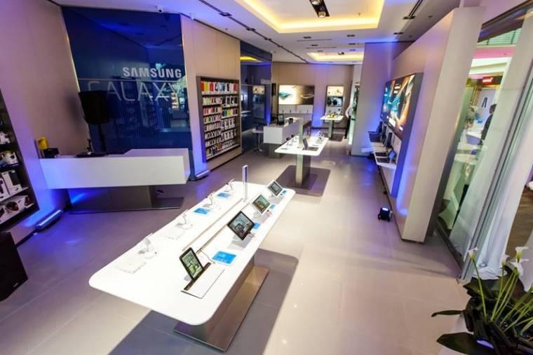 f8d1e88109 Samsung márkabolt nyílt az Allee-ban - PC World