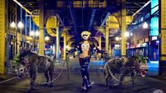 Így kelt életre a szexi Harley Quinn - fotók kép