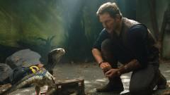 A Jurassic World: Világuralom első plakátja leleplezi, hogy egy évvel későbbre halasztják a bemutatót kép