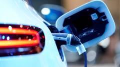 A Mercedes-Benz gázt ad a Teslával folytatott e-autó versenyben kép