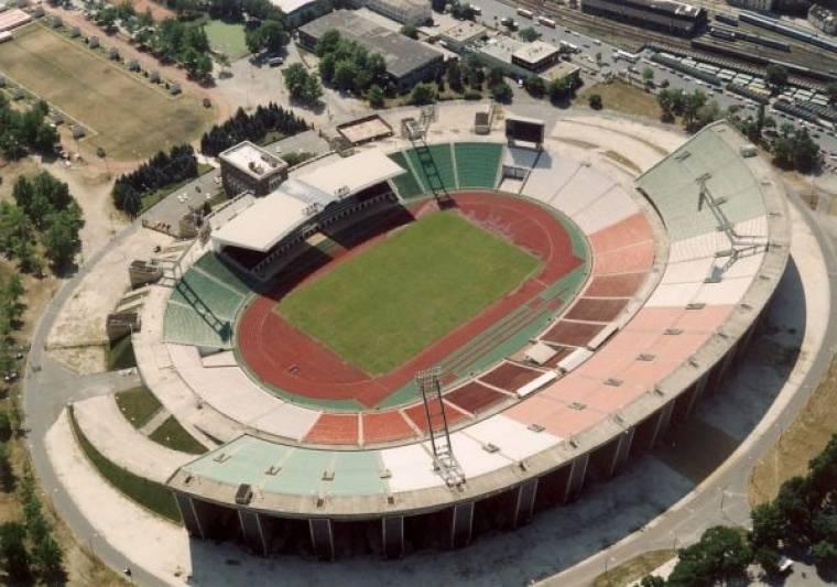A korábban ismertetett menetrend szerint 2014 végére készülnek el a stadion  kiviteli tervei ba674a20f4