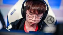 Felfüggesztették a LoL világbajnokság egyik játékosát, amiért fogadásokat segített infókkal kép