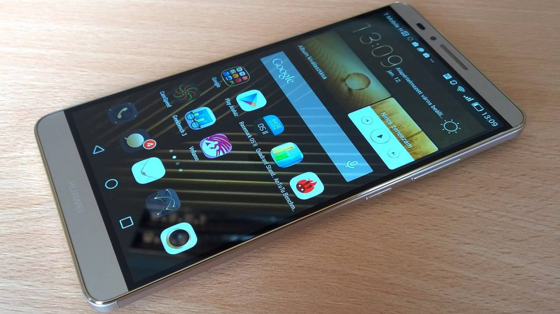 Huawei Ascend Mate 7 Premium: arany phablet, aranyáron kép
