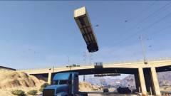 Grand Theft Auto V - ahogy ez a srác kocsikat reptet, attól eldobod az agyad! kép