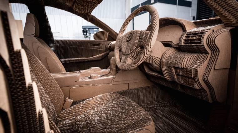 Kartonból épült fel a Lexus IS kép