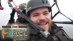 Videojáték Zsolti a fellegek fölé emelkedett kép