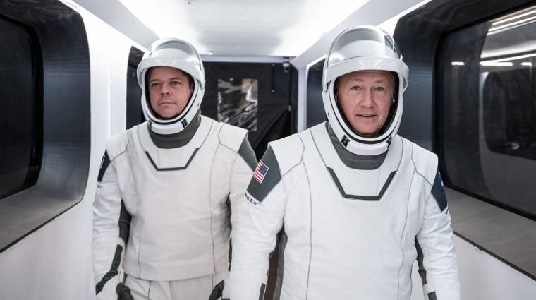 A SpaceX űrhajósainak ruháját egy hollywoodi jelmeztervező alkotta meg kép