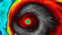 Lenyűgöző NASA fotók minden idők legerősebb hurrikánjáról kép