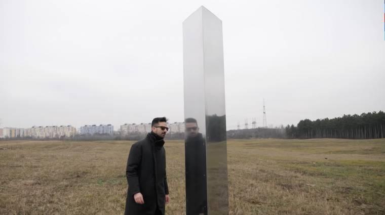 Kiderült, ki állította fel a rejtélyes fémoszlopot Magyarországon kép