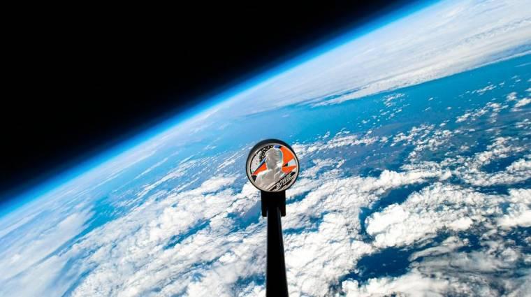 David Bowie emlékére érmét küldtek a világűr felé kép
