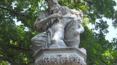 Stockholmban szobrot fotózni veszélyes! kép