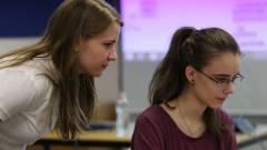Kódolni tanítják a lányokat kép
