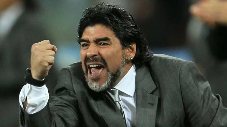 Toronymagasan ő a legjobb játékos a PES 2017-ben, mégis beperli a Konamit Diego Maradona bevezetőkép