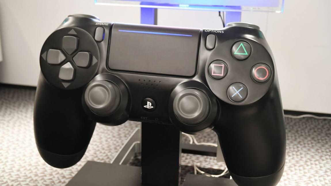 Nem olyan könnyű a világ legnagyobb PlayStation 4-es kontrollerével játszani bevezetőkép
