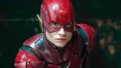 Barry Allen és Michael Keaton Batmane vállvetve harcol a Flash-film hivatalos vázlatképén kép