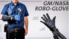 Bárkiből Herkulest csinál a GM új robotkesztyűje kép