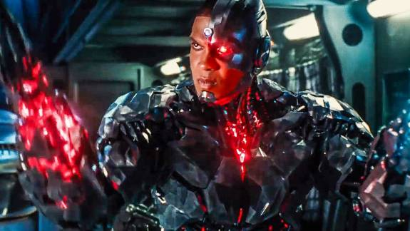 Az Igazság Ligája Kiborgja durván nekiment Joss Whedonnek, akit korábban nem győzött dicsérni kép