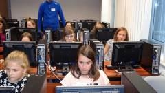 Ingyen tanítják programozni a lányokat kép
