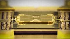 Az üvegchip az új kvantumarchitektúra kulcsa kép