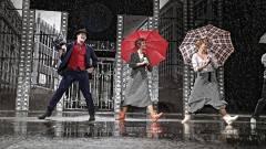 Színházban az Ének az esőben kép