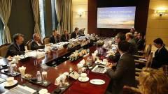 Varga Mihály a Huawei-csoport vezetőivel egyeztetett kép