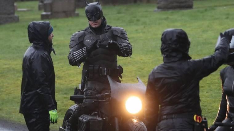 Jó nagyot zakózott motorral Batman a legújabb forgatási videón bevezetőkép
