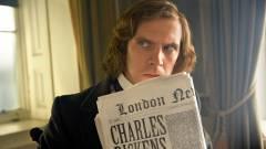 Első képen Dan Stevens, mint Charles Dickens kép