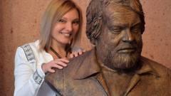Hatalmas Bud Spencer szoborral gazdagodik a Corvin-sétány kép